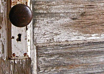 hand and keys